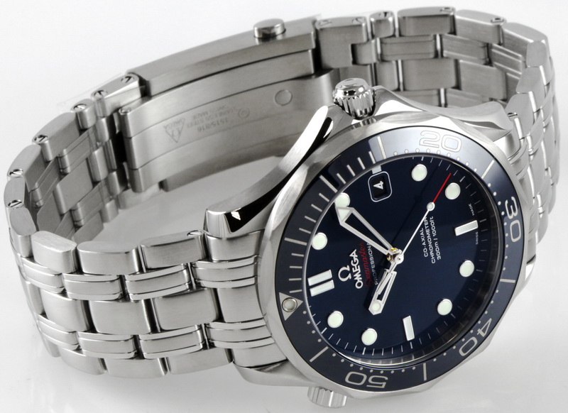 Front view of Seamaster Diver 300M showing glossy blue dial