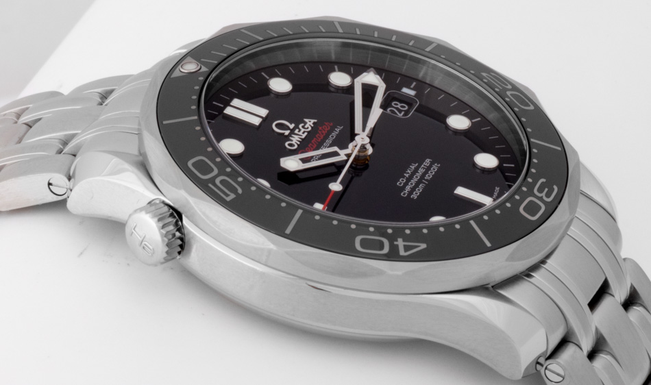 Side angle of Seamaster Diver 300M