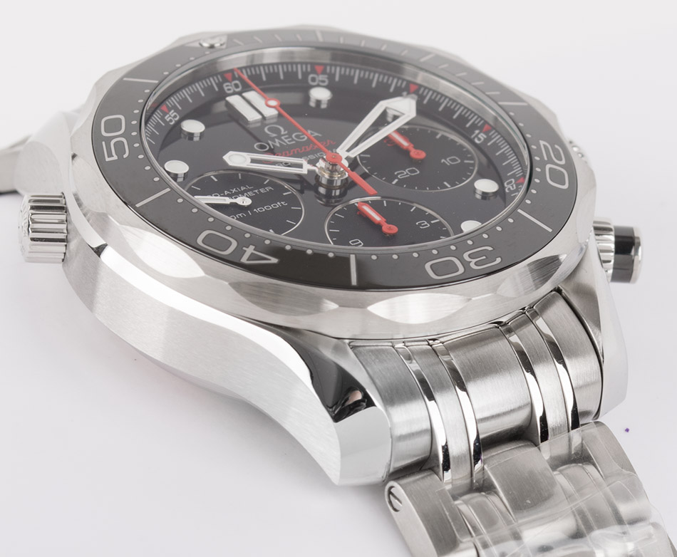Side angle of Seamaster Diver 300M Chronograph