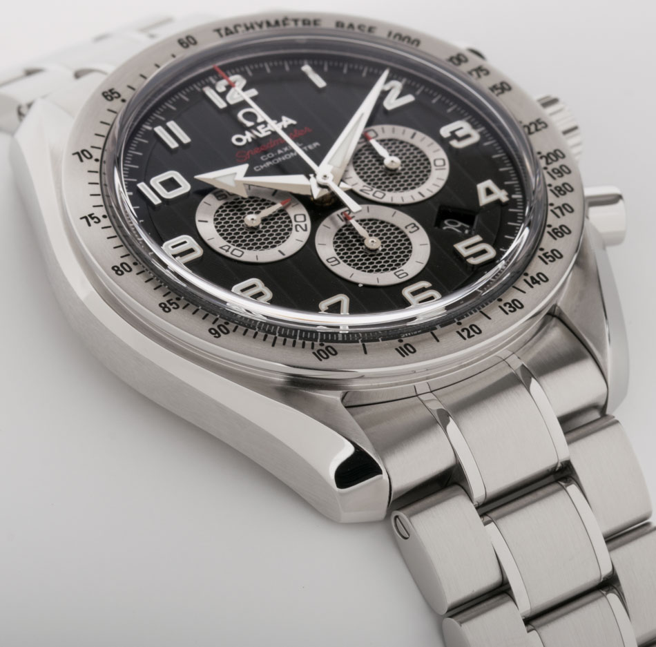 Side angle of Speedmaster Broad Arrow Co-Axial Chronograph 44.25 mm