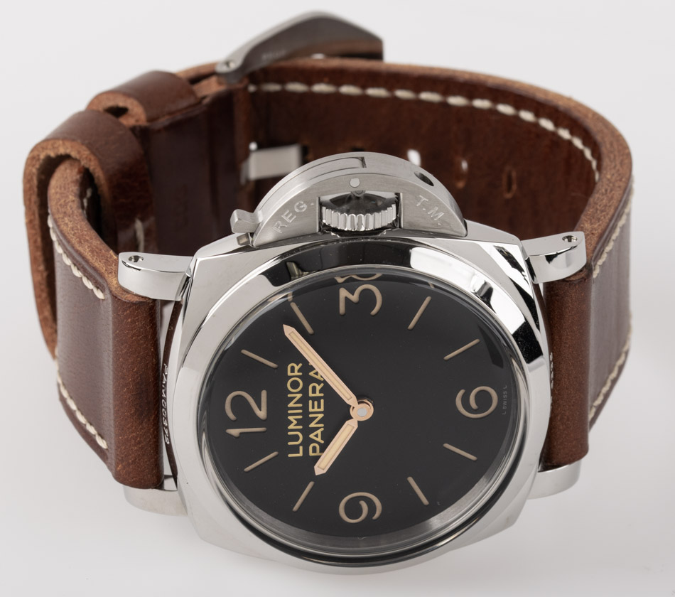 Front view of Luminor 1950 3 Days showing black 'sandwich' dial