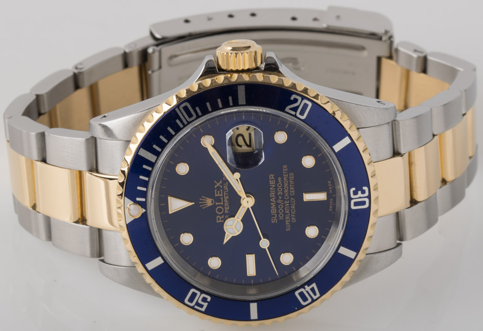Front view of Submariner Date showing deep blue dial