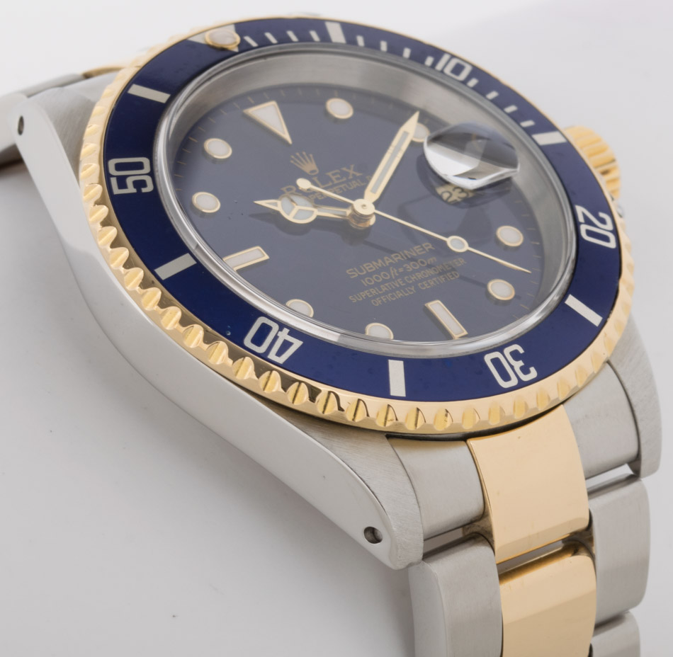 Side angle of Submariner Date